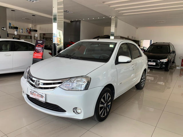 TOYOTA ETIOS PLATINUM SEDAN 1.5 Flex MANUAL