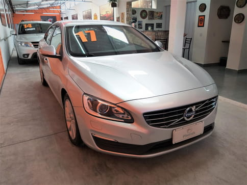 VOLVO S60 2.0 KINETIC 16V GASOLINA 4P AUT.