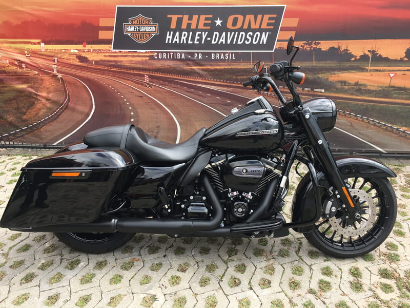 HARLEY DAVIDSON ROAD KING FLHP